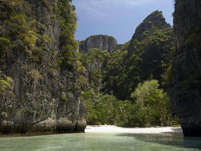 Loh Sama Bay, Phi Phi Lay Island, Thailand, Southeast Asia