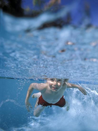 Little Boy Swimming Underwater Photographic Print by James Gritz at  AllPosters.com eeefd357988b