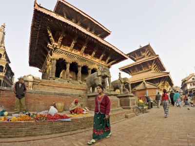 Market Stalls Set out Amongst the Temples, Durbar Square, Patan, Kathmandu Valley, Nepal