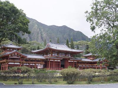 Byodo-In Temple, Buddhist Shrine on Windward Coast, Oahu, Hawaiian Islands