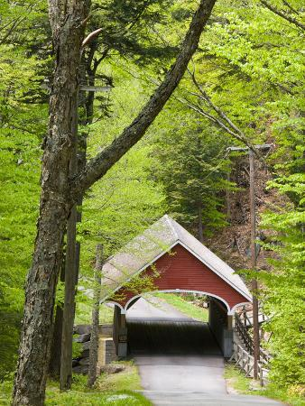 The Flume Covered Bridge, Pemigewasset River, Franconia Notch State Park, New Hampshire, USA