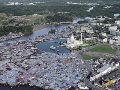 Omar Ali Saifuddin Mosque and City, Bandar Seri Begawan, Brunei (Island of Borneo)