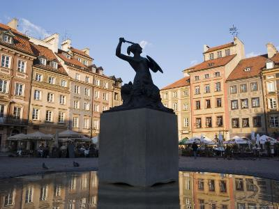 Warsaw Mermaid Fountain and Reflections of the Old Town Houses, Old Town Square, Warsaw, Poland