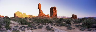 Balanced Rock, Arches National Park, Moab, Utah, United States of America (U.S.A.), North America