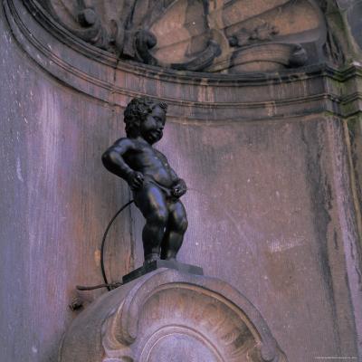 Statue of the Manneken Pis, Brussels (Bruxelles), Belgium, Europe