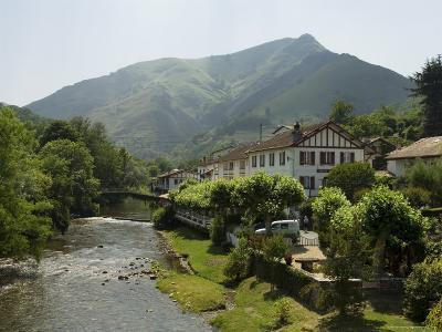River Nive, Saint Etienne De Baigorry (St.-Etienne-De-Baigorry), Basque Country, Aquitaine, France