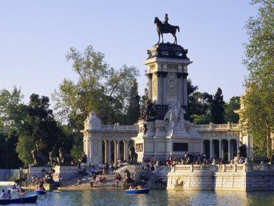 Lake and Monument at Park, Parque Del Buen Retiro (Parque Del Retiro), Retiro, Madrid, Spain