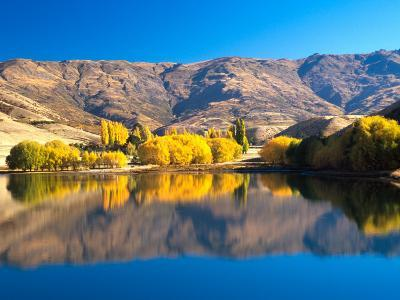 Pisa Range and Lowburn Inlet, Lake Dunstan near Cromwell, Central Otago