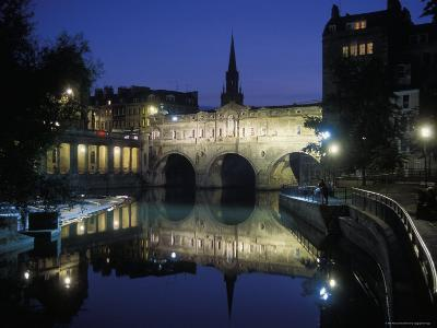 Pulteney Bridge over the Avon River in Bath, England at Night
