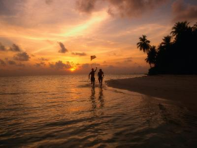 Silhouetted Couple, Felidu Atoll, Maldives