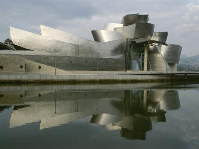 The Guggenheims Bilbao Museum, Frank Gehrys Abstract Masterpiece