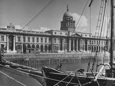 View of the Customs House in Dublin