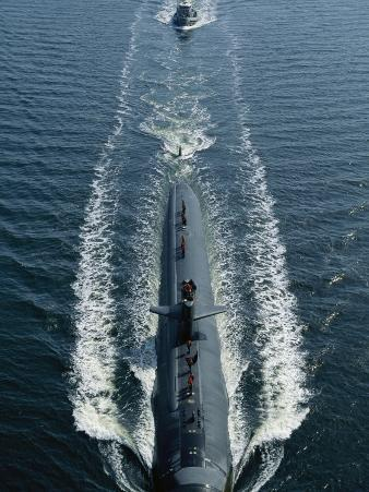 A Los Angeles-Class Attack Submarine Cruises into Port