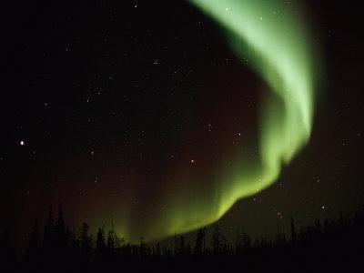Aurora Borealis Creates Exquisite Patterns Across the Night Sky