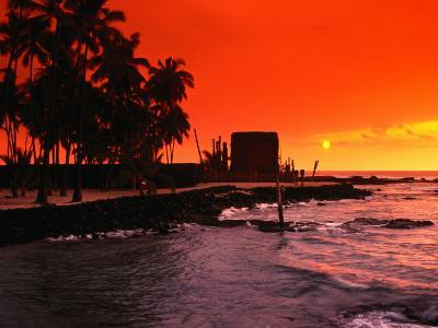 Orange Sunset Over the Sacred Bay, South Kona Coast, Puuhonua O Honaunau National Park, Hawaii, USA