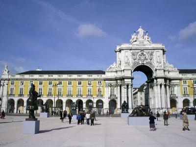 Triumphal Arch and Praca do Comercio, Baixa, Lisbon, Portugal
