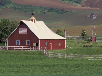 Barn and Windmill in Colfax, Palouse Region, Washington, USA