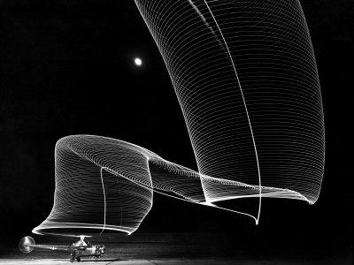 Light Pattern in the Moonlight Sky Produced by Time Exposure of Light