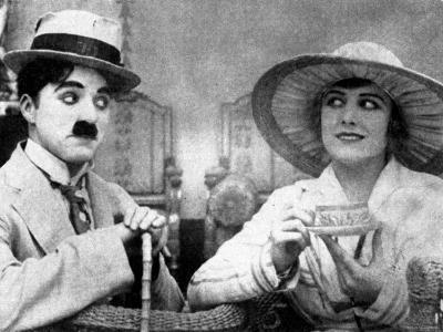 Charlie Chaplin with Edna Purviance in The Cure