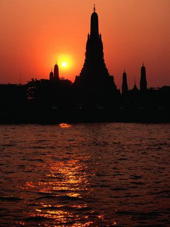 Temple of Dawn, Wat Arun, at Sunset, Bangkok, Thailand