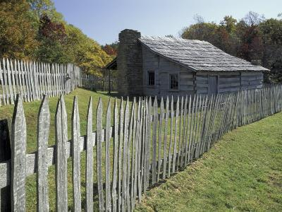 Fence and Cabin, Hensley Settlement, Cumberland Gap National Historical Park, Kentucky, USA