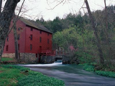 Alley Spring Mill near Eminence, Missouri, USA