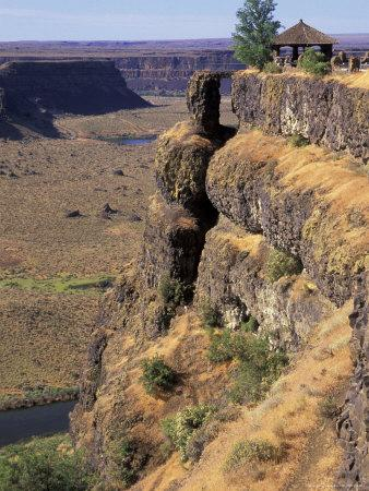Dry Falls and Overlook Shelter, Coulee City, Washington, USA