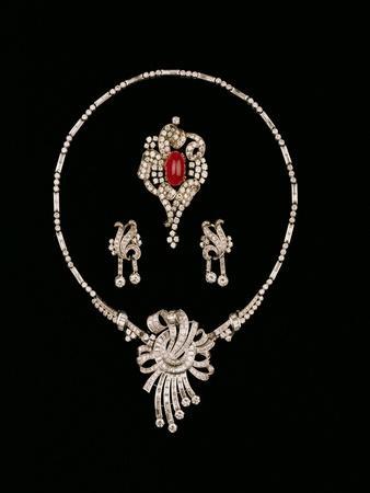 Art Deco Jewellery: Baguette Brooch Pendant, Cabochon Rscroll Brooch, Diamond Pendant Earrings