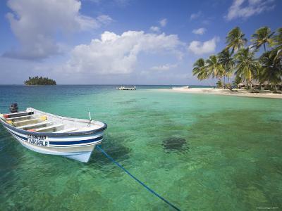 Panama, Comarca de Kuna Yala, San Blas Islands, Kuanidup Grande, Boat and Tropical Island
