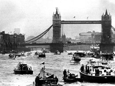 25th Jubilee Year Britannia and Flotilla Under Tower Bridge, Thames River, June 1977