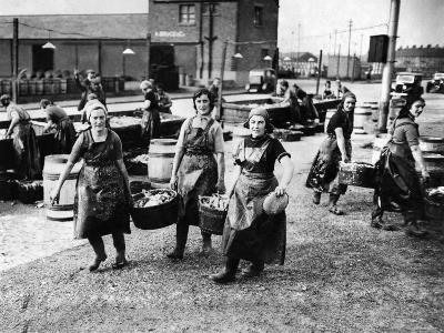 Scottish Fisherwomen at Yarmouth Gathering and Cleaning Herring