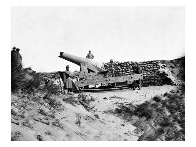 Fort Fisher, NC, Soldiers with Large Gun, Civil War