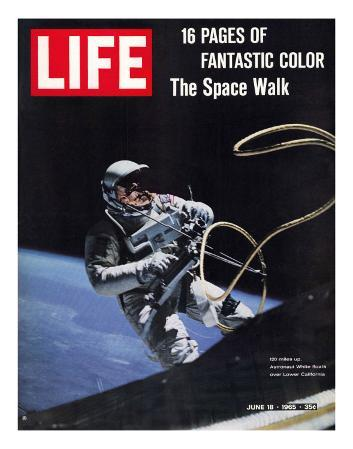 Astronaut Ed White in Space, Tethered to Gemini 4 Spaceship, The Space Walk, June 18, 1965