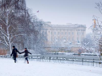 St James Park and Buckingham Palace, London, England, UK
