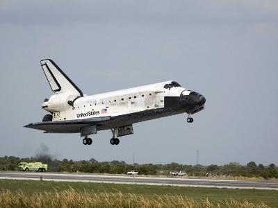 Space Shuttle Discovery Approaches Landing on the Runway at the Kennedy Space Center