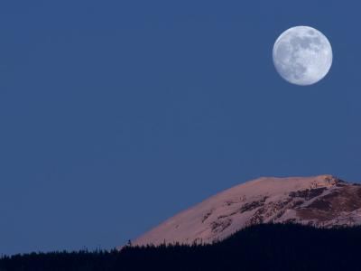 Full Moon at Alpenglow