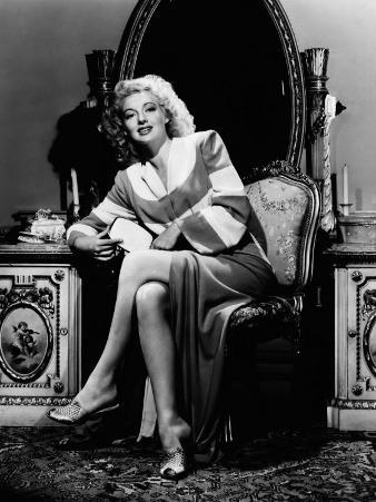 Evelyn Keyes, 1943