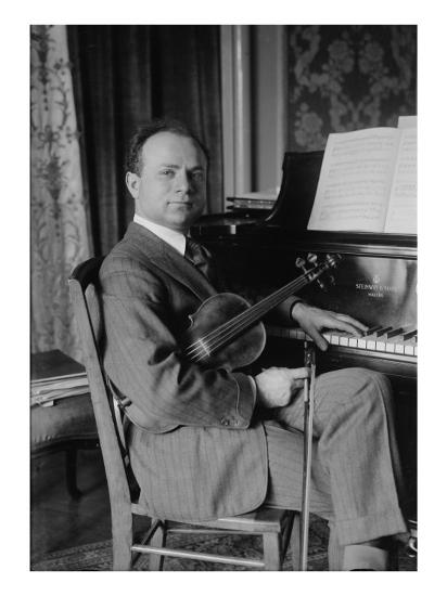 Mischa Elman, Ukrainian Born Violin Virtuoso Became a United States Citizen  in 1923