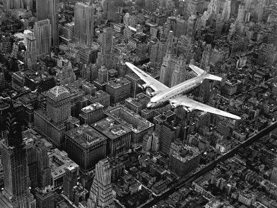 Douglas 4 Flying over Manhattan