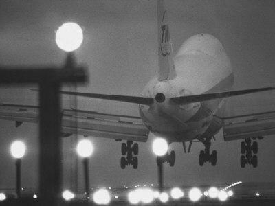 Twa Plane Landing at O'Hare Airport