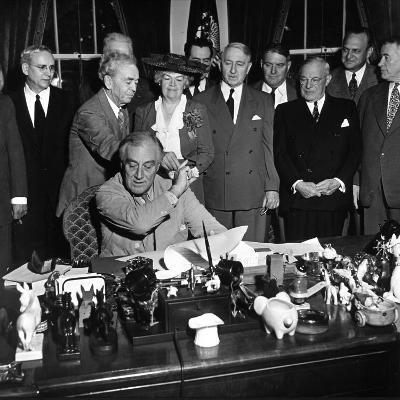 President Franklin D. Roosevelt, Signing the G.I. Bill