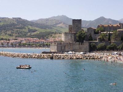 Beach, Chateau Royal, Collioure, Pyrenees-Orientales, Languedoc, France, Europe
