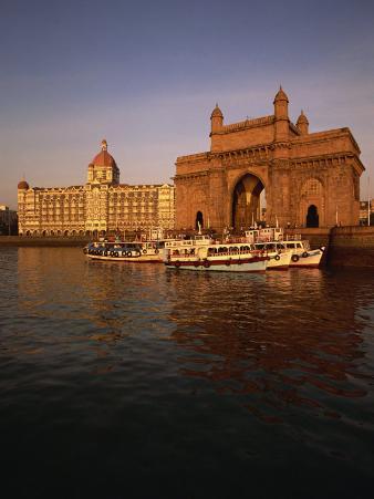 Gateway to India and Taj Hotel, Mumbai, India