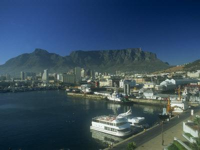 View of Victoria and Albert Waterfront with Table Mountain Behind, Cape Town, South Africa, Africa