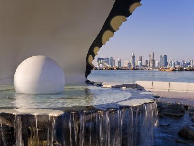Pearl Monument on the Corniche of Doha Bay, Doha, Qatar, Middle East