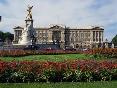 Victoria Monument and Buckingham Palace, London, England, United Kingdom, Europe