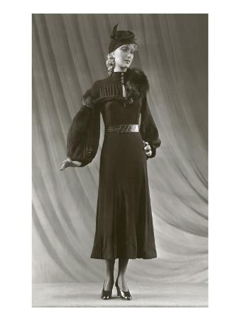 Twenties Mannequin with Mutton Sleeves