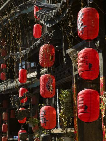Old Town red lanterns outside restaurants, Xinhua Jie Street, Lijiang, Yunnan Province, China