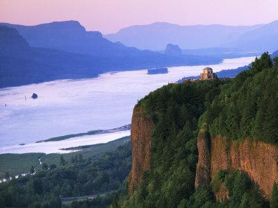 Columbia River below, Crown Point State Park, Oregon, USA