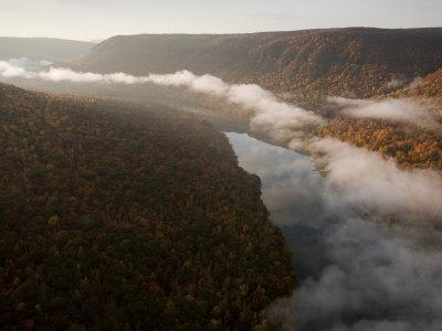 Tennessee River Cuts Through Signal and Raccoon Mountains